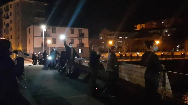 Villabonako eta Zizurkilgo ostalarien manifestazio zaratatsuak utzitako irudiak