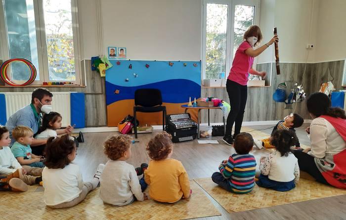 La Salle Berrozpek online musika lantegia egingo du ostegunean, hilak 17, 2019an jaiotako haurren familientzat