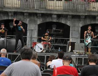 Onki Xin taldeak kontzertua eskaini du Errebote plazan