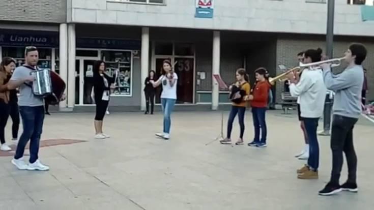 Musika eta dantza Malkar plazan