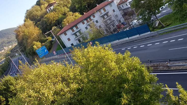 Motor-gidaria zendu da N-1 errepidean, Amasa-Villabonarako sarreran