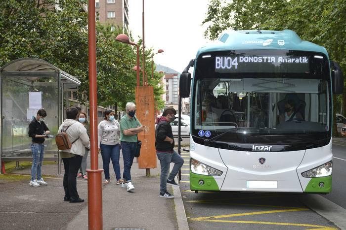 Autobus zerbitzuan murrizketarik ez!