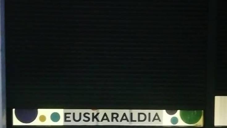 Aiurriko bulegoa Euskaraldiaren erakusleiho