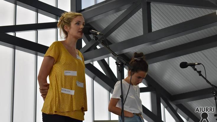 'Ez da kasualitatea' bertso-saio musikatua, Joxe Arregi plazan.