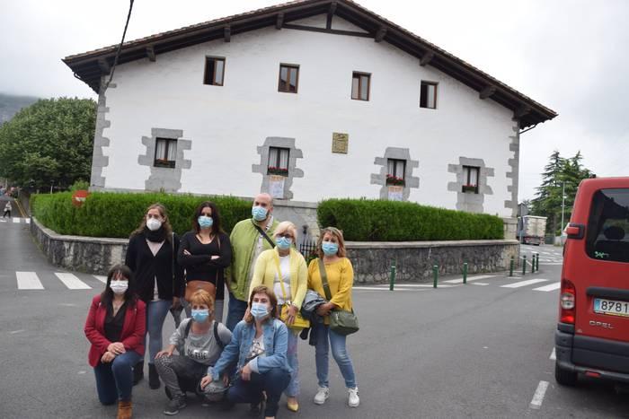 San Juan bataiatzailearen parean omenaldi ekitaldia eguerdian, atzokoan pregoia bertako langileek eskaini eta gero
