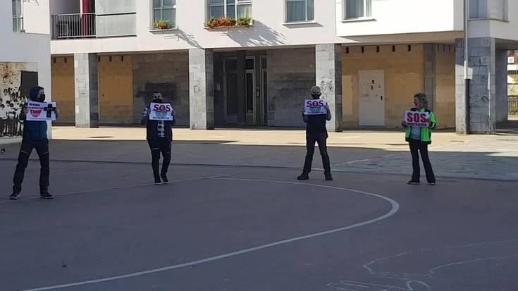 Ostalarien protesta Villabonako Errebote plazan