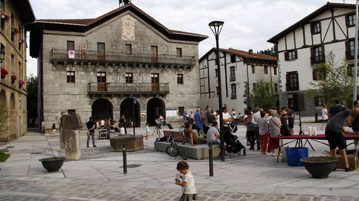 Asteasuko plaza berriaren inaugurazio ekitaldia